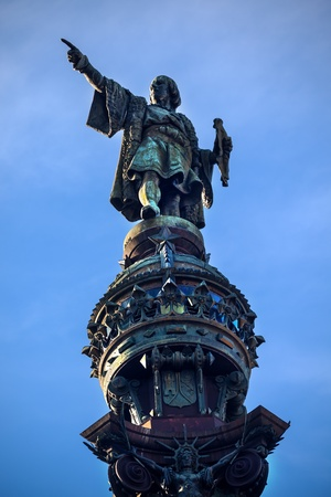 Columbus Monument, Monument A Colom, Columbus Pointing Statue, Barcelona, Spain   At one end of the La Rambla, the monument was completed for the Universal Exposition in 1888 and is located at the spot where Columbus returned to Spain after his first trip Banco de Imagens