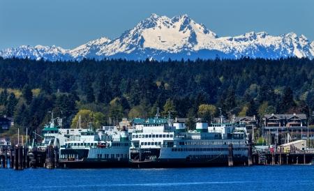 puget sound: Bainbridge Island Ferry Dock Puget Monte Olimpo suono della neve Montagne Olympic National Park Kitsap contea di Washington State Pacific Northwest