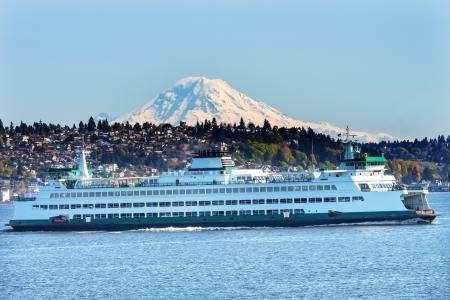 puget sound: Car Ferry Mount Rainier Puget Sound North Seattle Snow Mountain Stato di Washington Pacific Northwest