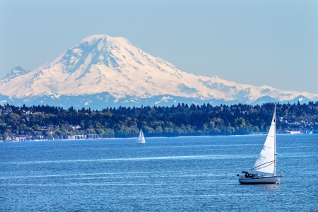 Mount Rainier Puget Sound North Seattle Snow Mountain Sailboats Washington State Pacific Northwest Stock fotó - 20411434