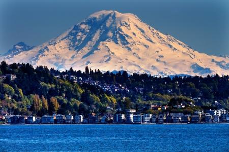sonido: Mount Rainier Puget Sound North Seattle Snow Mountain Estado de Washington Noroeste Pacífico Foto de archivo