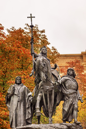 queen isabella: Queen Isabella of Castile Statue Riding a Horse  Marching into Granada 1492 with Cardinal Mendoza and Gonzalo de Cordoba Paseo de la Castellena Madrid Spain   Statue made of Bronze and Stone by Manuel Oms y Canet in 1883