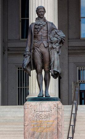 alexander hamilton: James Fraser Statua del Dipartimento del Tesoro Alexander Hamilton Statua Washington DC dedicato 1923. Uno dei padri fondatori degli Stati Uniti, Alexander Hamilton fu il primo Segretario del Tesoro a George Washington