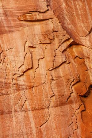 personas mirando: Gente que mira la monta�a de piedra arenisca natural Parque Nacional Capitol Reef Torrey Utah Foto de archivo