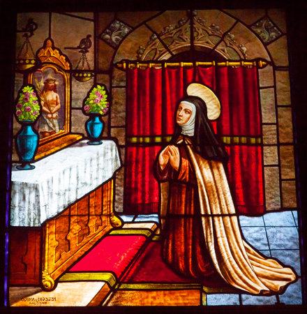 jezus: Teresa Modlitwa do Jezusa Witraż Convento de Santa Teresa bazyliki Avila Kastylii Hiszpanii. Klasztor założony w 1636 roku przez św Teresa, zakonnica katolickiej kontrreformacji autora i hiszpańskiego mistyka, który założył zakonu karmelitańskiego. Zmarł w 1582 roku i Ma