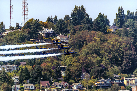 jets: Blue Angels Jets aiirplanes In Formation Fying Over Seattle Houses