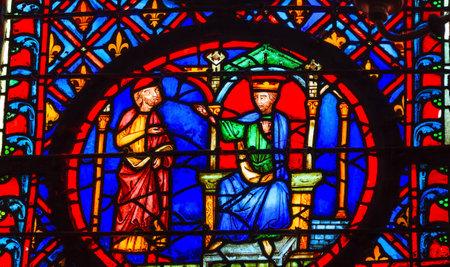 킹 고문관 중세 생활 스테인드 글라스 세인트 샤 펠 파리 (미국)입니다. 세인트 루이스 9 세는 1248 년에 성자 샤이플레 (Sainte Chapelel)를 창 에디토리얼