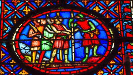 sto: Ritter mittelalterliche Leben Buntglas von Saint Chapelle Paris Frankreich. Sankt Ludwig 9. erstellt Sainte Chapelel 1248 an Christian Relikte beherbergen, einschließlich Dornenkrone Christi. Glasmalerei im 13. Jahrhundert angelegt und zeigt verschiedene biblische sto