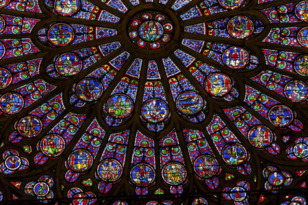 North Rose Window Virgin Mary Jesus Disciples Stained Glass Notre Dame Cathedral Paris France.  Notre Dame was built between 1163 and 1250 AD.  Virgin Mary Rose Window oldest in Notre Dame from 1250. Banco de Imagens - 48184107