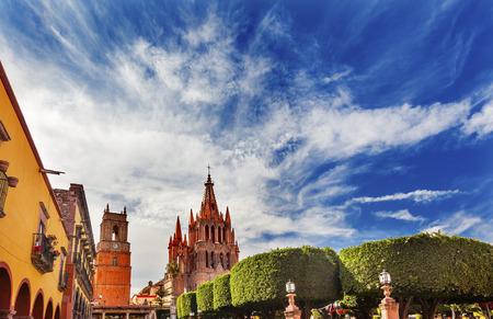 ガレージ大天使教会ジャルダン町広場サン ミゲル デ アジェンデ、メキシコ。Parroaguia は、1600 年代に作成されました。 写真素材
