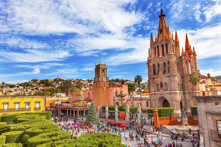 Parroquia Archangel church Jardin Town Square Rafael Chruch San Miguel de Allende, Mexico. Parroaguia created in 1600s. Editoriali