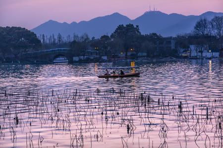 boas: Boats Pink Blue Reflection Sunset Orange Relfection West Lake Hangzhou Reflection Zhejiang China .
