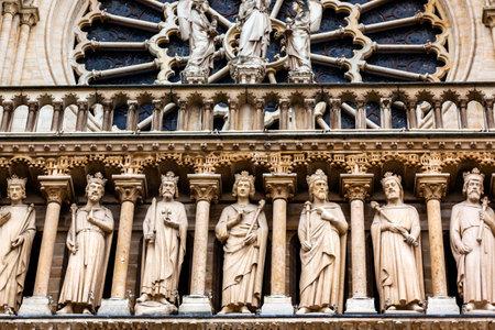 Kings Facade Rose Window Notre Dame Cathedral Parijs Frankrijk. Notre Dame werd gebouwd tussen 1163 en 1250AD.