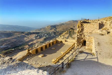 Oude Crusader Castle View Arabisch Fortress Citadel Kerak Jordanië. AncientCrusader kasteel gebouwd in 1142. Later weerstond de aanvallen van Saladin, maar viel uiteindelijk in 1188.