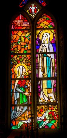 マリアの無原罪懐胎ステンド ガラス ・ デ ・ Krijtberg カトリック教会アムステルダム オランダ オランダです。カトリック教義はマリアの無原罪懐胎