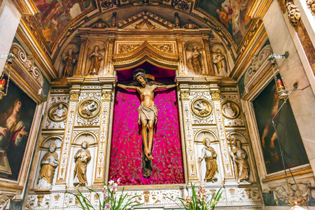 Santa Maria Della Pace Church Basilica Jesus Cross Crucifixion Rome Italy.  Church built in 1400 and 1500s by Pope Sixtus IV on the spot where a painted Madonna was pierced and blood came out. 新聞圖片