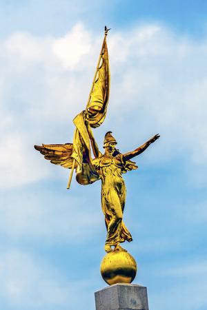Goldener geflügelter Victory Statue First Division Army Weltkrieg 1 Memorial Präsident Park Washington DC. Erstellt 1924 Bildhauer Daniel French Smith direkt neben alten Executive Office Building und White House