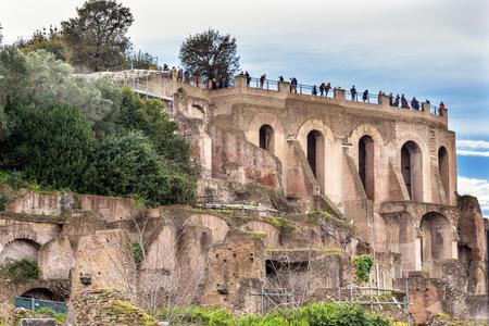 Palantine 丘フォロ ・ ロマーノ ローマ イタリア。 フォーラムは、紀元前 46 年ジュリアス ・ シーザーによって再建されました。Palantine ヒルは皇帝の 写真素材