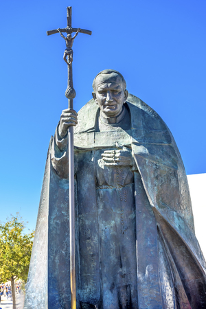 Pope John Paul II Statue Basilica of Lady of Rosary Fatima Portugal.  Great pope, who believe in Fatima.  Statue created in 2008 by Polish Sculptor Czeslaw Dzwigaj. 新闻类图片