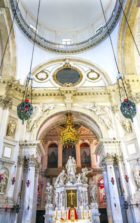 Santa Maria della Salute Church Basilica Dome Venice Italy. Competed in 1681 dedicated to our Lady of Health because of the 1630 outbreak of plague, which wiped out 1/3 of Venice population. Banco de Imagens - 98327045