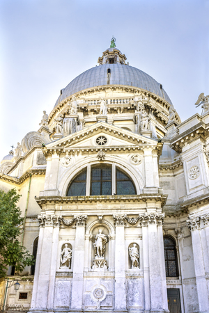 Santa Maria della Salute Church Basilica Dome Venice Italy. Competed in 1681 dedicated to our Lady of Health because of the 1630 outbreak of plague, which wiped out 1/3 of Venice population. Banco de Imagens - 96394751