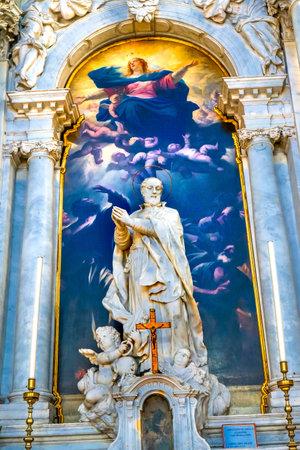 Assumption of Mary By Luca Giordano late 1600s Santa Maria della Salute Church Basilica Dome Venice Italy. Church competed in 1681. Statue of Girolamo Miani by Moriater, Early 1700s Banco de Imagens - 96342401