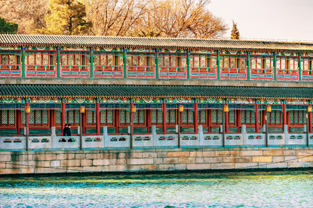 Ancient Corridor Jade Flower Island Beihai Lake Park Beijing China.  Beihai Park is a public park, which was created in 1000AD. Foto de archivo