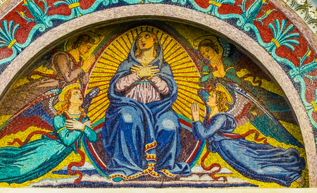 Virgin Mary Angels Mosaic Facade Cathedral of Virgin Mary Piazza del Miracoli Pisa Tuscany Italy. Completed in 1100s. 免版税图像