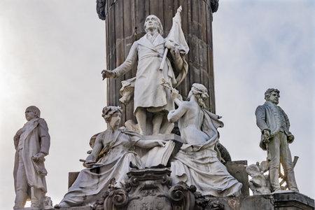Miguel Hidalgo Vicente Guerrero Morelos statue Angelo indipendenza monumento Città del Messico MESSICO. Costruito nel 1910 per celebrare la guerra di indipendenza all'inizio del 1800. I resti dell'eroe sepolti in un monumento