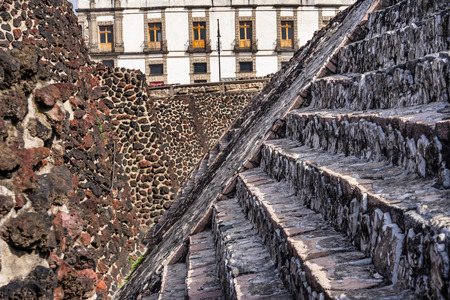 Ancient Aztec Stone Steps Templo Mayor Mexico City Mexico. Great Aztec Temple created from 1325 to 1521 when Cortez destroyed Aztec temple 免版税图像