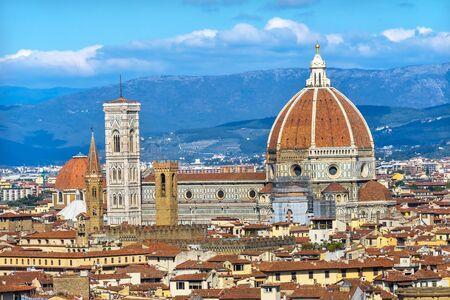 Campanile Baptisterium Dome Golden Cross Duomo Domkirche Florenz Toskana Italien. 1400er fertig. Formeller Name Kathedrale Santa Maria del Fiore. Standard-Bild