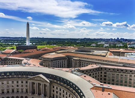Washington Monument Environmental Protection Agency EPA Orange Roofs Government Buildings Washington DC Banque d'images