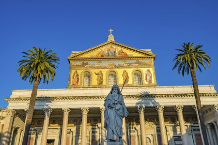 Saint Paul Statue Facade Papal Basilica Saint Paul Beyond Walls Cathedral Church Rome Italy. One of 4 Papal basilicas, established over Saint Paul's burial place in 324 by Emperor Constantine 스톡 콘텐츠
