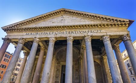 Roman Columns Pantheon Rome Italy Rebuilt by Hadrian in 118 to 125 AD Became oldest Roman church in 609 AD. Banco de Imagens