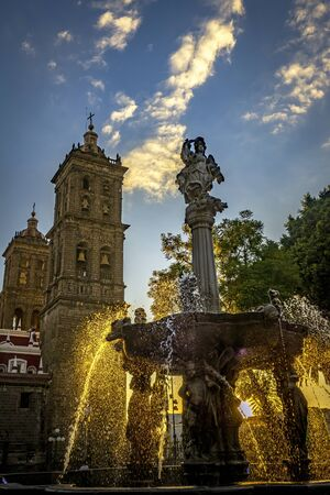 Zocalo Park Plaza San Miguel Arcangel Fountain Cathedral Sunset Puebla Mexico. Cathedral built in 15 and 1600s, Fountain in 1777 Banque d'images