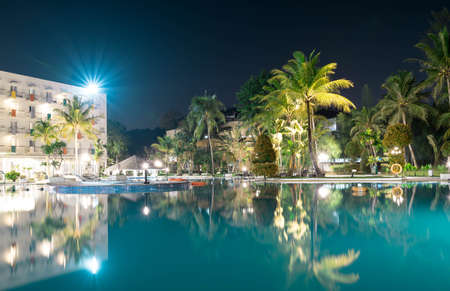 Landscape view of a Hotel resort during night with slow shutter smooth swimming water and nice starry light 新聞圖片