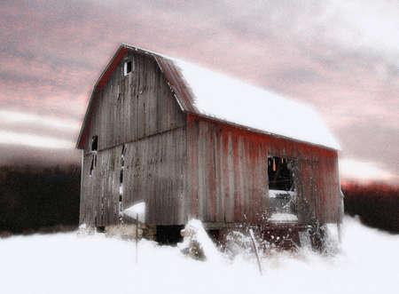 부드러운 확산 광선을 지닌 겨울의 헛간 스톡 콘텐츠
