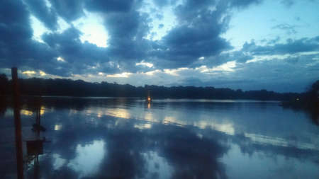Cloudy water reflections Imagens