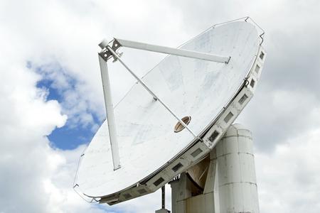Antena paraboliczna obserwatorium radiowego.