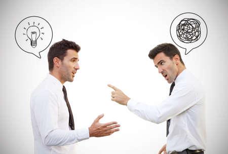 Dezelfde man in de verschillende gemoedstoestand, Brain versus Anger-concept. Innerlijke vrede is de sleutel. Voorraad beeld