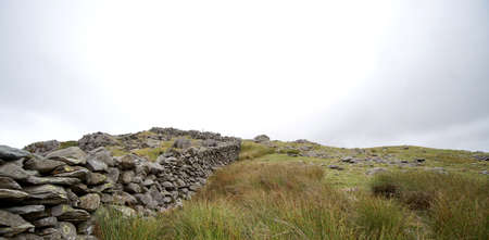 Dry stone wall or rock fence in park Banque d'images - 127967009