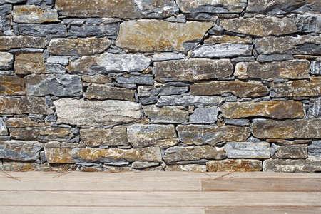 granit: Stone granit wall and wood floor