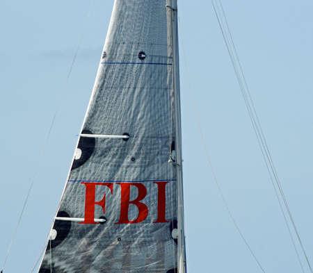 fbi: Levant les yeux vers les voiles du FBI et du m�t de bateau