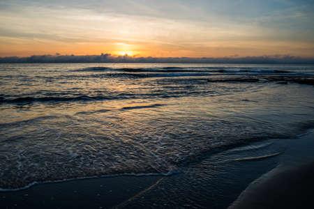 Morze słońca w plaży Torrevieja. Zdjęcie Seryjne
