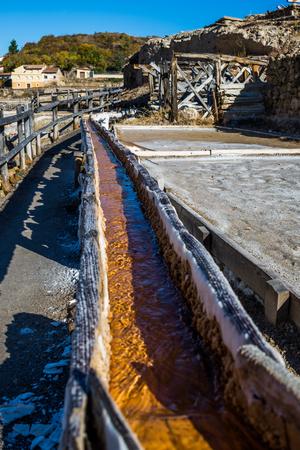 Salztal von Anana, Añana, altes Salzbergwerk aus Alava, Baskenland, Spanien Standard-Bild - 79153000