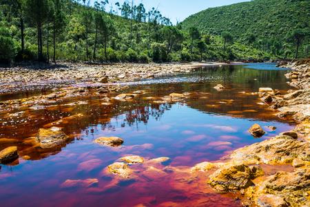 리오 Tinto의 전경, 안달루시아, 스페인에서에서 물. 스톡 콘텐츠