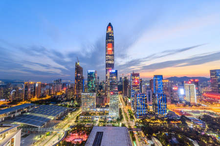 The twilight skyline of Shenzhen Imagens