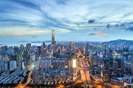 Horizon de ville à shenzhen dans la nuit Banque d'images - 82340355