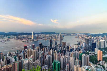 ビクトリア港、香港のスカイライン 写真素材 - 84771468