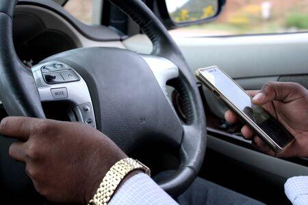 SMS del conducente durante la guida.